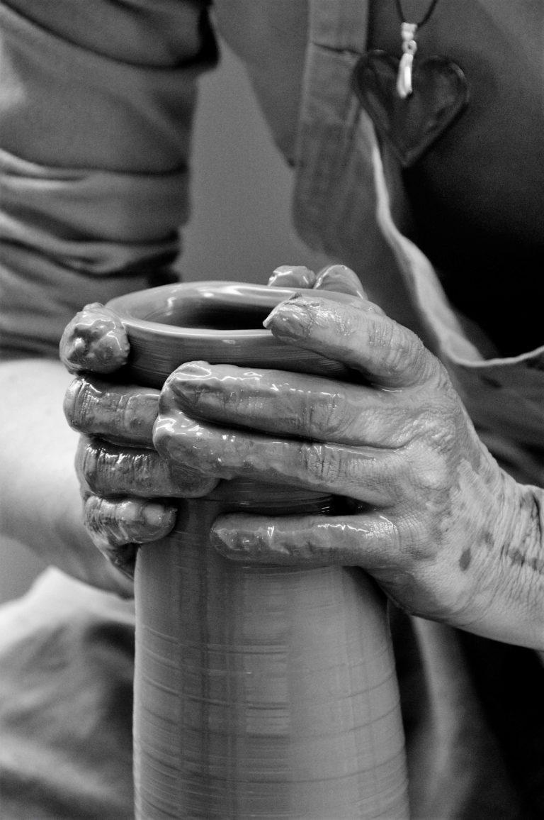 """Cours de poterie. Atelier de poterie. céramiques artisanales. Atelier """"de terre et d'ici"""" Bouc Bel air. Aix-en-Provence"""