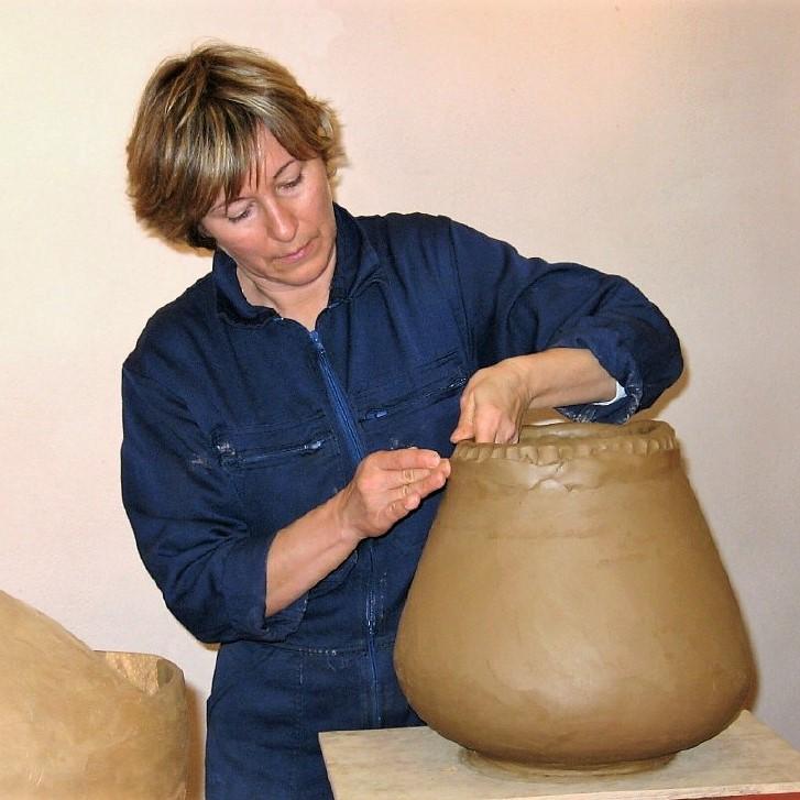 """Valérie d'Enfert. Céramiques artisanales. Cours de poterie. Atelier de poterie """"de terre et d'ici"""" à Bouc Bel air. Aix en Provence. Marseille"""